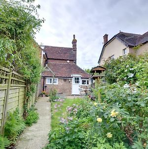 Cozy Holiday Home In Sedlescombe Kent With Private Parking photos Exterior