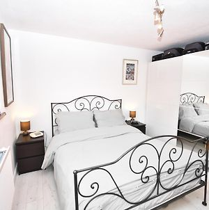 Bright 1 Bedroom Apartment - 1 Stop Away From Kings Cross photos Exterior