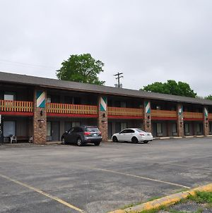 Kewanee Motor Lodge photos Exterior