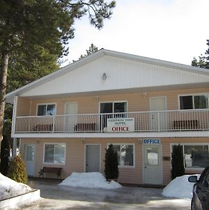Whispering Pines Motel & Cabins photos Exterior
