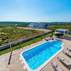 Luxurious Villa In Debeljak With Swimming Pool photos Exterior