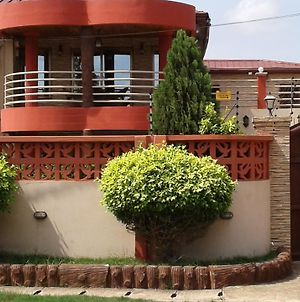 Lady Jay'S Spacious 3 Bedroom Home photos Exterior