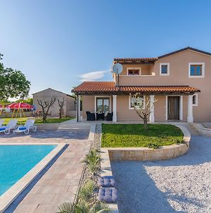 Tranquil Villa In Tinjan With Swimming Pool photos Exterior