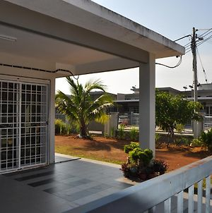 Rini Muslim Homestay photos Exterior