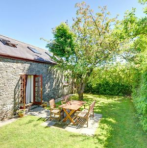 Rustic Holiday Home In Llangadog With Patio photos Exterior