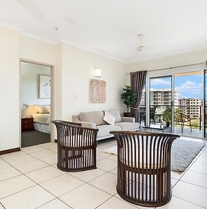 Huge Cbd Top Floor Apartment With Breath Taking Views! photos Exterior