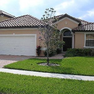 Mediterranean 4 Bedroom 3 Bath Pool Home Near Disney photos Exterior