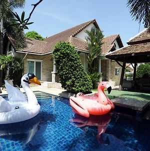 Green Residence Pattaya 4 Bedrooms Pool Villa photos Exterior