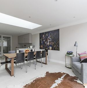 Gorgeous 5 Bed / Sleeps 10 - In Battersea Village photos Exterior