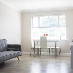 Bright 1 Bedroom Home In West London W/Parking! photos Exterior