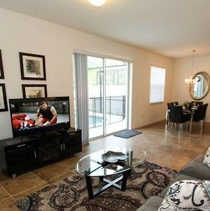 Upgraded 4 Bedroom 3 Bath End Unit Town Home photos Exterior
