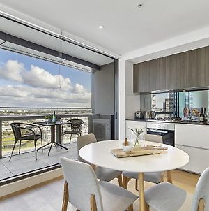 Stylish Apartment With Views At Docklands Waterfront photos Exterior