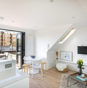 Modern Home In West Kensington With Terrace By Guestready photos Exterior
