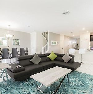Impressive 8 Bed Championsgate Pool Home With Movie Theater photos Exterior