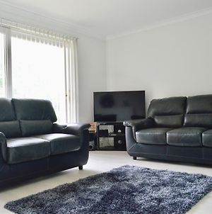 Newly Refurbished And Modern 2 Bedroom Flat photos Exterior