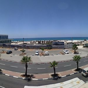 Beachfront Studio Apartment Bat Yam 412 photos Exterior