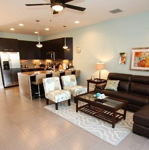 Stunning 3 Bed 3 Bath Town Home With Splash Pool photos Exterior