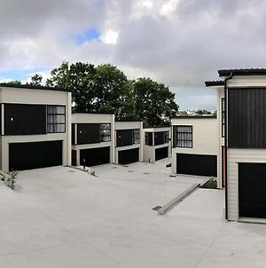 Stunning Modern Brand New Holiday House In Remuera photos Exterior
