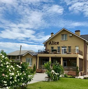Alice photos Exterior
