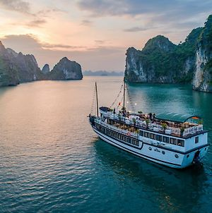 Swan Cruises Halong photos Exterior