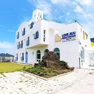 Love Jeju Sanbangsan Guesthouse - Hostel photos Exterior