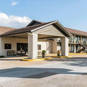Econo Lodge Inn & Suites Shepherd Of The Hills Expy photos Exterior