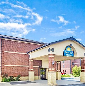 Days Inn & Suites By Wyndham Jeffersonville In photos Exterior