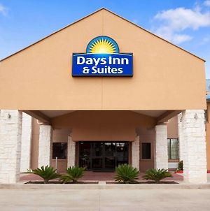 Days Inn & Suites By Wyndham Conroe North photos Exterior