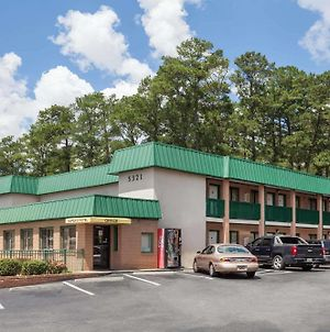 Super 8 By Wyndham Columbia/Ft. Jackson Sc photos Exterior