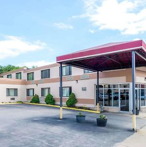 Super 8 By Wyndham Watertown/Cambridge/Boston Area photos Exterior