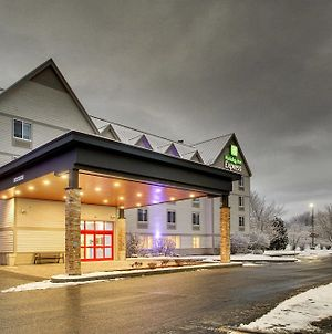 Holiday Inn Express & Suites Lincoln East - White Mountains photos Exterior
