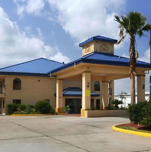 Super 8 By Wyndham Sealy photos Exterior