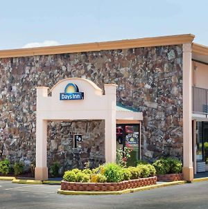 Days Inn By Wyndham Martin photos Exterior