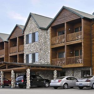 Super 8 By Wyndham Bridgeview Of Mackinaw City photos Exterior