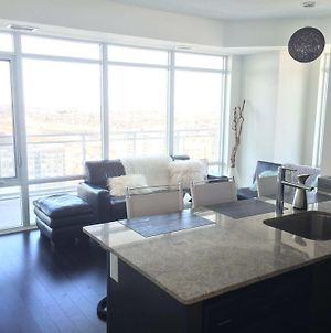 Square One Luxury Furnished Suite photos Exterior