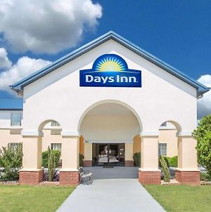 Days Inn By Wyndham Lincoln photos Exterior