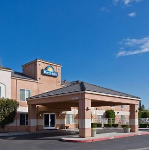 Days Inn By Wyndham Lathrop photos Exterior