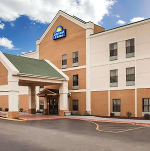 Days Inn & Suites By Wyndham Harvey / Chicago Southland photos Exterior