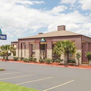 Days Inn By Wyndham College Station University Drive photos Exterior