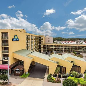 Days Inn By Wyndham Virginia Beach At The Beach photos Exterior