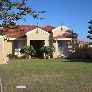 Port Bouvard Beach Holiday Home Mandurah photos Room