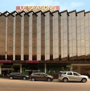 Airport Hotel Le Seasons New Delhi photos Exterior