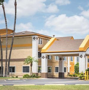 Super 8 By Wyndham Harlingen Tx photos Exterior