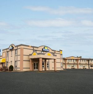 Days Inn By Wyndham Brockville photos Exterior