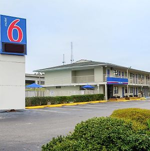 Motel 6 Charleston photos Exterior