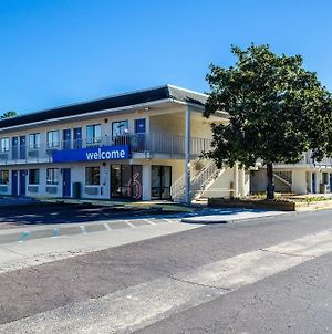 Motel 6 Charleston North photos Exterior