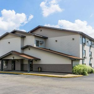 Super 8 By Wyndham Zanesville photos Exterior