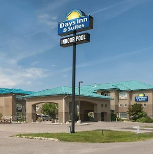 Days Inn & Suites By Wyndham Brandon photos Exterior