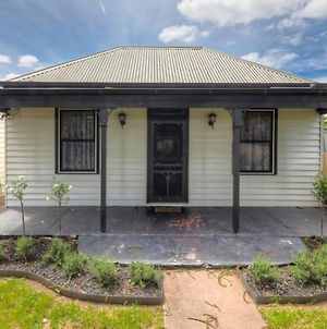 Cottage Watson - Charming Pet Friendly Property In The Heart Of Port Fairy photos Exterior