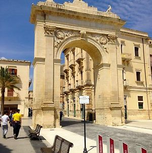 Noto In Centro photos Exterior